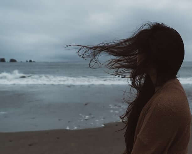 عکس دختر کنار ساحل